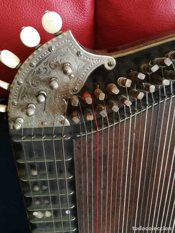 Instrumentos musicales: CÍTARA DE ORIGEN ALEMAN CON PARTITURA LLAVE Y ESTUCHE DE MADERA ANTIGUOS - Foto 2 - 128417035