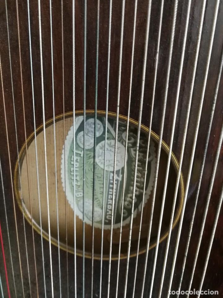 Instrumentos musicales: CÍTARA DE ORIGEN ALEMAN CON PARTITURA LLAVE Y ESTUCHE DE MADERA ANTIGUOS - Foto 3 - 128417035