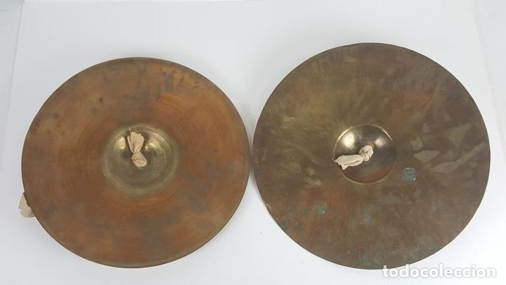 Instrumentos musicales: PAREJA DE PLATILLOS DE BRONCE DE BANDA. SCHUTZMARKE. ALEMANIA. SIGLO XX. - Foto 5 - 128550159