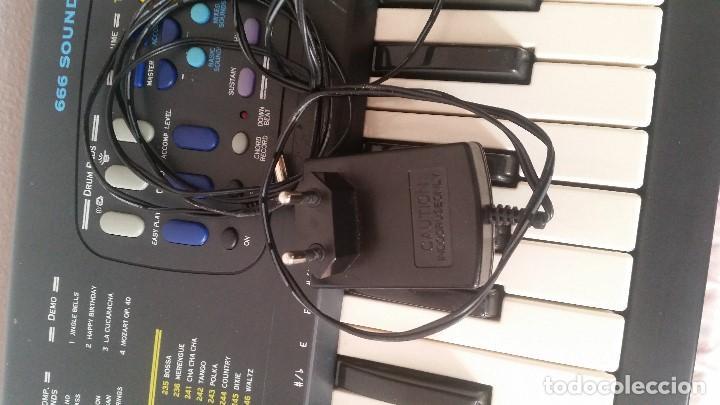 Instrumentos musicales: PIANO DE MUSICA MUY BUENO FONCIONA PERFECTAMENTE SELADO FARSISA - Foto 12 - 129392583