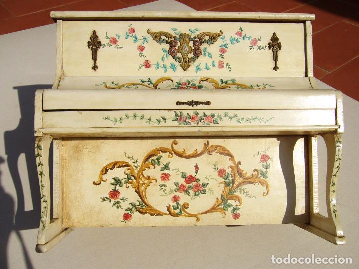 Instrumentos musicales: Raro piano madera policromada con herrajes. Funciona. - Foto 2 - 129508283