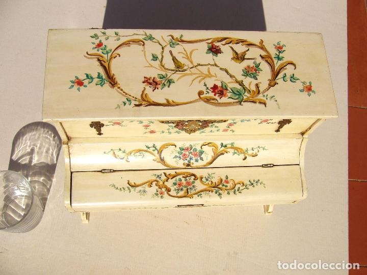 Instrumentos musicales: Raro piano madera policromada con herrajes. Funciona. - Foto 3 - 129508283