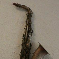 Instrumentos musicales: SAXOFON G H HUILER PARA DECORACION. Lote 129664919