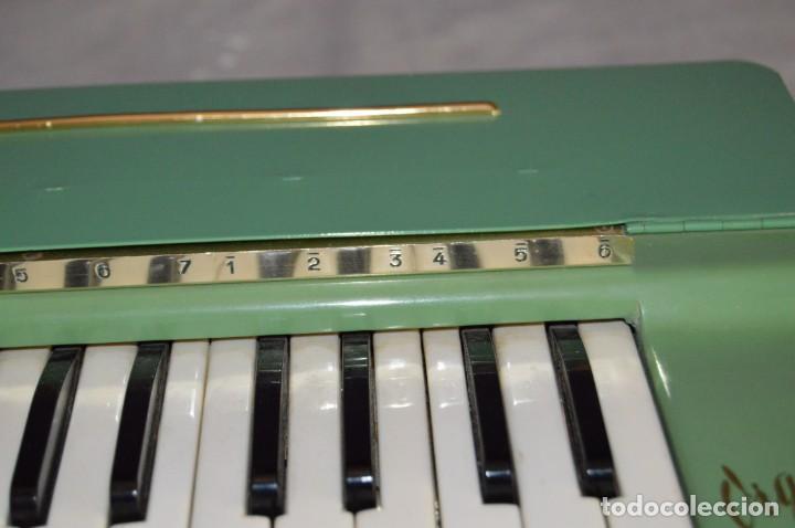 Instrumentos musicales: JOYA - HOHNER ORGANETTA - FUNCIONANDO - PRECIOSA - FUNCIONA A 220V - VINTAGE - ENVÍO 24H - Foto 17 - 130552014