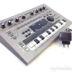 Instrumentos musicales: CAJA DE RITMOS SINTETIZADOR ROLAND MC-303 ELECTRÓNICA VINTAGE. Lote 132280250