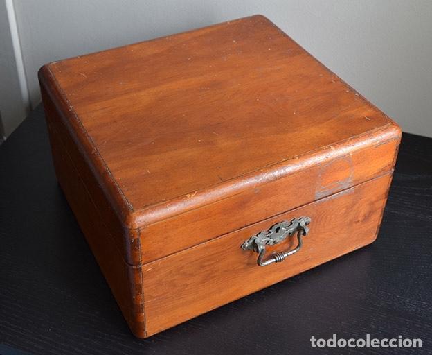 Instrumentos musicales: Acordeón diatónico finales siglo XIX, en su estuche de madera - Foto 7 - 132341238
