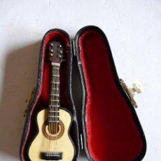 Instrumentos musicales: GUITARRA ESPAÑOLA EN MINIATURA - 12 CMS. - CON ESTUCHE. Lote 132920018