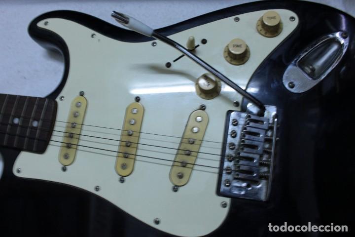 Instrumentos musicales: Guitarra eléctrica - Foto 4 - 133841754