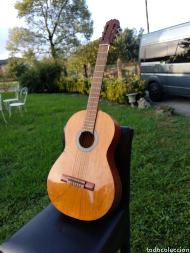GUITARRA CON FUNDA (Música - Instrumentos Musicales - Guitarras Antiguas)
