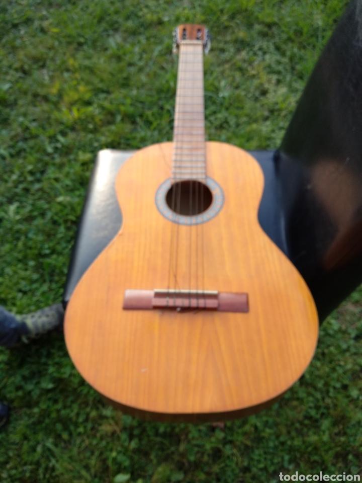Instrumentos musicales: Guitarra con funda - Foto 3 - 134134873