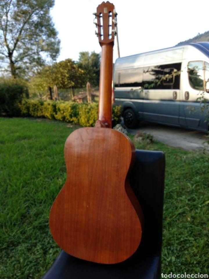 Instrumentos musicales: Guitarra con funda - Foto 4 - 134134873