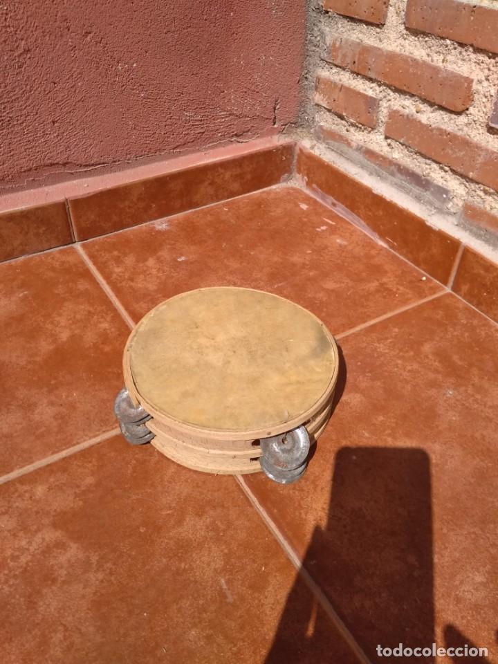 Instrumentos musicales: PANDERETA DE PIEL Y MADERA CON PLATILLOS - ANTIGUA - Foto 2 - 134868470