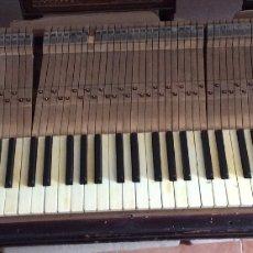 Instrumentos musicales: ANTIGUO TECLADO DE MARFIL DE PIANO , COMPLETO CON SU SOPORTE,IDEAL COLECCIONISTAS . Lote 135457670