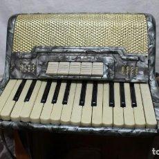 Instrumentos musicales: ACORDEÓN CORONA - 40 BAJOS - GRIS. Lote 138595354