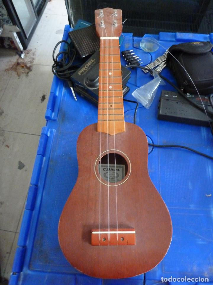 UKULELE - UKELELE - C. GIANT (Música - Instrumentos Musicales - Cuerda Antiguos)