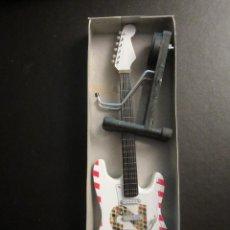 Instrumentos musicales: GUITARRA U2 I 23 CM DE LARGO CON SOPORTE. NUEVA. Lote 139596794