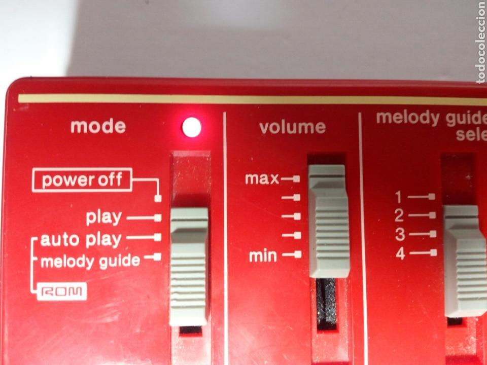 Instrumentos musicales: ANTIGUO TECLADO CASIO PT-82. ROJO. ENCIENDE PERO NO SUENA - Foto 3 - 213823760