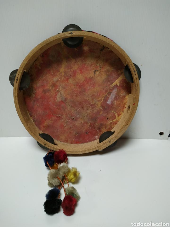 Instrumentos musicales: Antigua pandereta pintada a mano años 60 - Foto 2 - 139889136