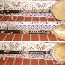 Instrumentos Musicais: LAUD GUITARRA AFRICANA REALIZADA ARTESANALMENTE MADERA Y CUERO CON 3 CUERDAS ASTIL TALLADO MIDE 60 C. Lote 142283370
