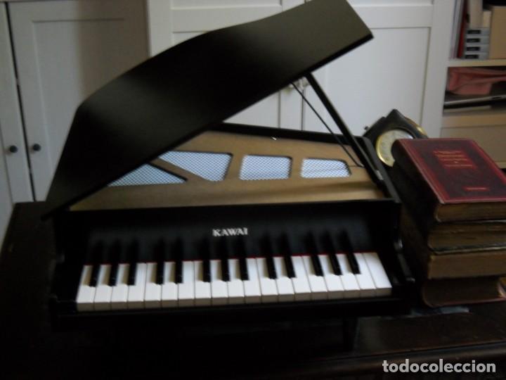 Instrumentos musicales: Piano de cola miniatura Kawai 32 teclas en madera - Foto 6 - 142439562