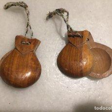 Instrumentos musicales: ANTIGUAS CASTAÑUELAS DE MADERA DE OLIVO TALLADAS A MANO DE LOS AÑOS 30-40. Lote 143037022