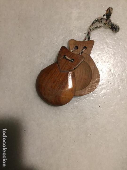 Instrumentos musicales: Antiguas castañuelas de madera de olivo talladas a mano de los años 30-40 - Foto 5 - 143037022