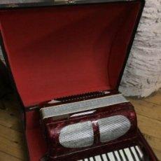 Instrumentos musicales: ACORDEÓN LARRINAGA + FUNDA. Lote 144956922
