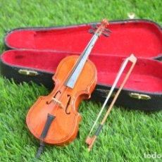 Instrumentos Musicais: MINI VIOLIN - VIOLONCHELO DE MADERA EN MINIATURA CON ESTUCHE ORIGINAL. Lote 144957418