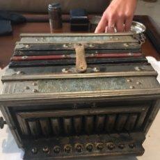 Instrumentos musicales: ACCORDEON ANTIGUO MARCA JMPERIAL RADE MARK.. Lote 145992489