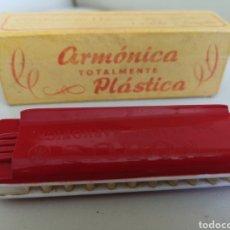 Instrumentos musicales: ANTIGUA ARMÓNICA PLASTICA, MARCA KORSUS, CON SU CAJA. Lote 146240700