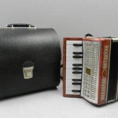 Instrumentos musicales: ANTIGUO ACORDEÓN RUSO MALIOSH TAMAÑO PEQUEÑO INFANTIL BUEN ESTADO AUTENTICO INSTRUMENTO MUSICAL. Lote 146445206