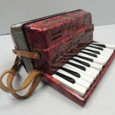 Instrumentos musicales: ANTIGUO ACORDEÓN ALEMANIA DE ESTE TAMAÑO PEQUEÑO INFANTIL AUTENTICO INSTRUMENTO MUSICAL. Lote 146445494
