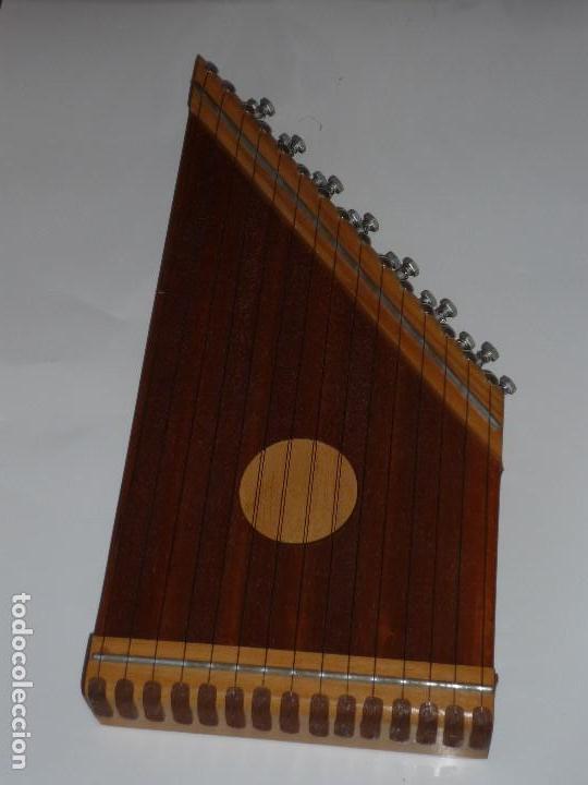 Instrumentos musicales: CÍTARA CON 48 PARTITURAS. MEDIDAS 42X20CM. - Foto 2 - 147043174