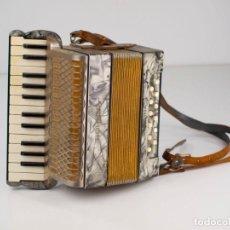 Instrumentos musicales: ACORDEÓN HONNER REGINA. Lote 147094754