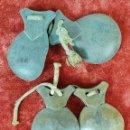 Instrumentos musicales: PAREJA DE CASTAÑUELAS. MADERA DE GRANADILLO TALLADA. CORDAJE ORIGINAL. SIGLO XIX-XX. Lote 148181846