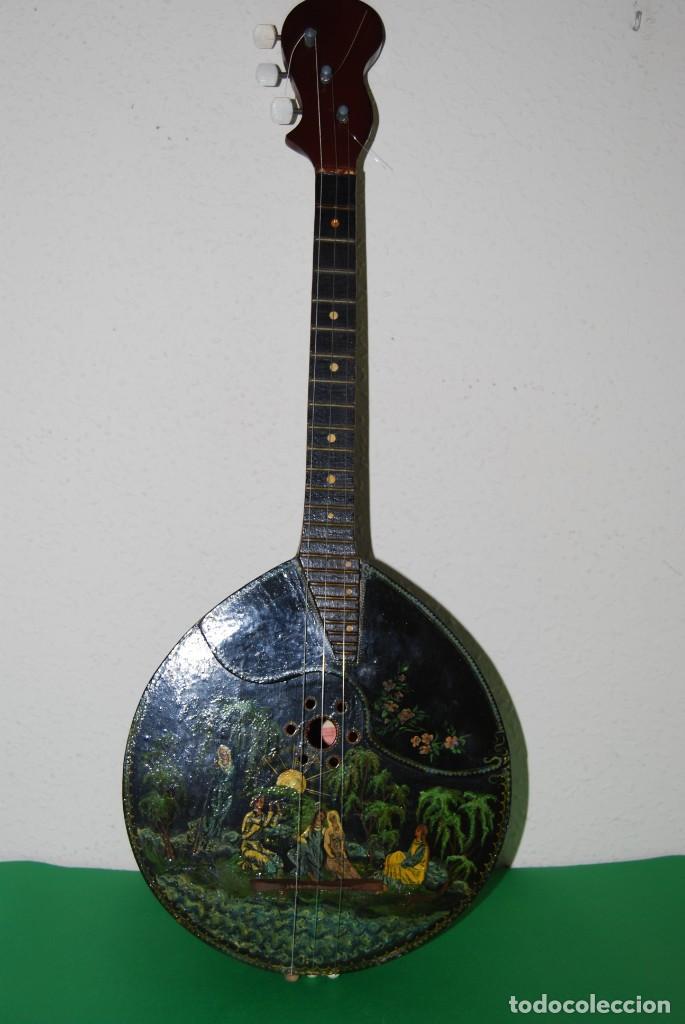 MANDOLINA DE TRES CUERDAS - PINTADA A MANO - ESCENA HIPPIE - AÑOS 60 (Música - Instrumentos Musicales - Cuerda Antiguos)