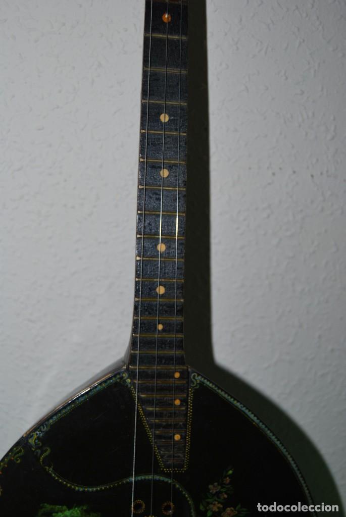 Instrumentos musicales: MANDOLINA DE TRES CUERDAS - PINTADA A MANO - ESCENA HIPPIE - AÑOS 60 - Foto 3 - 150838506