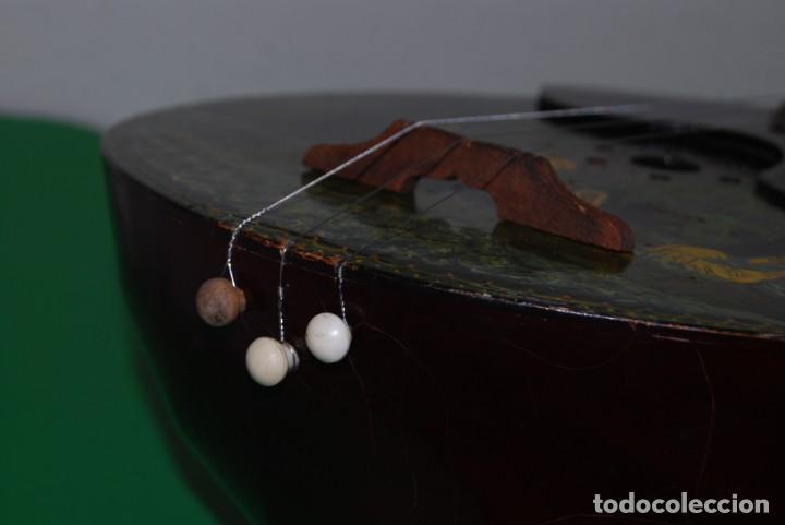 Instrumentos musicales: MANDOLINA DE TRES CUERDAS - PINTADA A MANO - ESCENA HIPPIE - AÑOS 60 - Foto 9 - 150838506