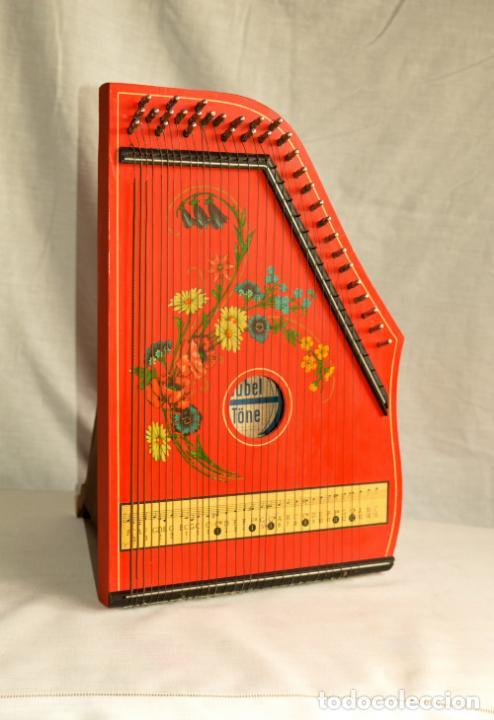 Instrumentos musicales: CÍTARA ORIGINAL DE ALEMANIA DEL ESTE MARCA JUBEL DE 35 CM DE LARGO POR 21 CM DE ANCHO Y 4 DE GROSOR - Foto 3 - 150948234
