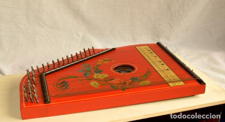 Instrumentos musicales: CÍTARA ORIGINAL DE ALEMANIA DEL ESTE MARCA JUBEL DE 35 CM DE LARGO POR 21 CM DE ANCHO Y 4 DE GROSOR - Foto 5 - 150948234
