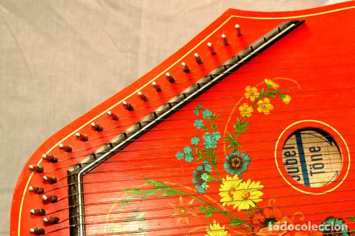 Instrumentos musicales: CÍTARA ORIGINAL DE ALEMANIA DEL ESTE MARCA JUBEL DE 35 CM DE LARGO POR 21 CM DE ANCHO Y 4 DE GROSOR - Foto 6 - 150948234