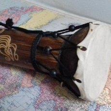 Instrumentos musicales: PEQUEÑO TAMBOR INDONESIO. MADERA Y CUERO NATURAL. SUENA.. Lote 153917106