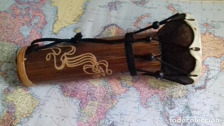 Instrumentos musicales: pequeño Tambor indonesio. madera y cuero natural. suena. - Foto 2 - 153917106