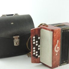 Instrumentos musicales: ANTIGUO ACORDEÓN RUSO KREMENOE TAMAÑO PEQUEÑO INFANTIL CON BOTONES AUTENTICO INSTRUMENTO MUSICAL. Lote 154050442