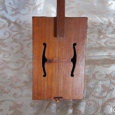 Instrumentos musicales: EXTRAÑO INSTRUMENTO DE MADERA CON UNA SOLA CUERDA. Lote 154472530
