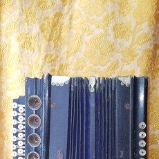 Instrumentos musicales: ACORDEÓN ANTIGUO CON TECLAS DE NÀCAR. Lote 154782714
