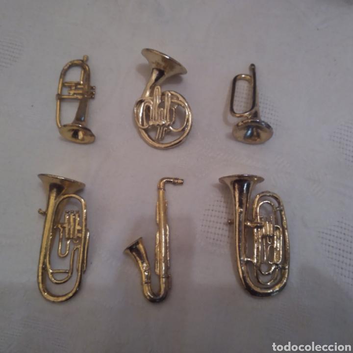 LOTE 6 MINIATURAS INSTRUMENTOS DE VIENTO EN METAL DORADO. (Música - Instrumentos Musicales - Viento Metal)