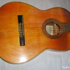 Instrumentos musicales: GUITARRA ANTIGUA DE ARTESANÍA ARTEMI DE MADRID, BASTANTE GRANDE. Lote 155640146