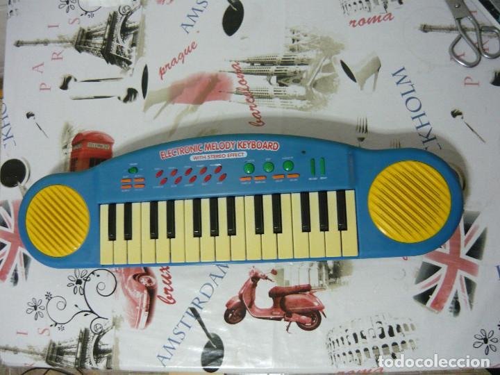 TECLADO ELECTRÓNICO CON TRANSFORMADOR (FUNCIONANDO) (Música - Instrumentos Musicales - Teclados Eléctricos y Digitales)