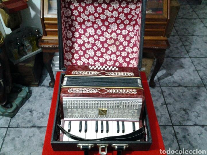 ACORDEÓN ANTIGUO MARCA RAZNO MANBIW. (Música - Instrumentos Musicales - Pianos Antiguos)